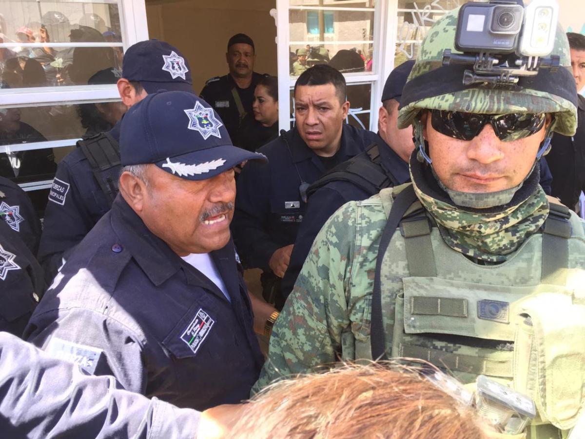 MILITARES DESALOJAN VIOLENTAMENTE A ANTORCHISTAS DE CENTRO COMUNITARIO DE LOS REYES LA PAZ