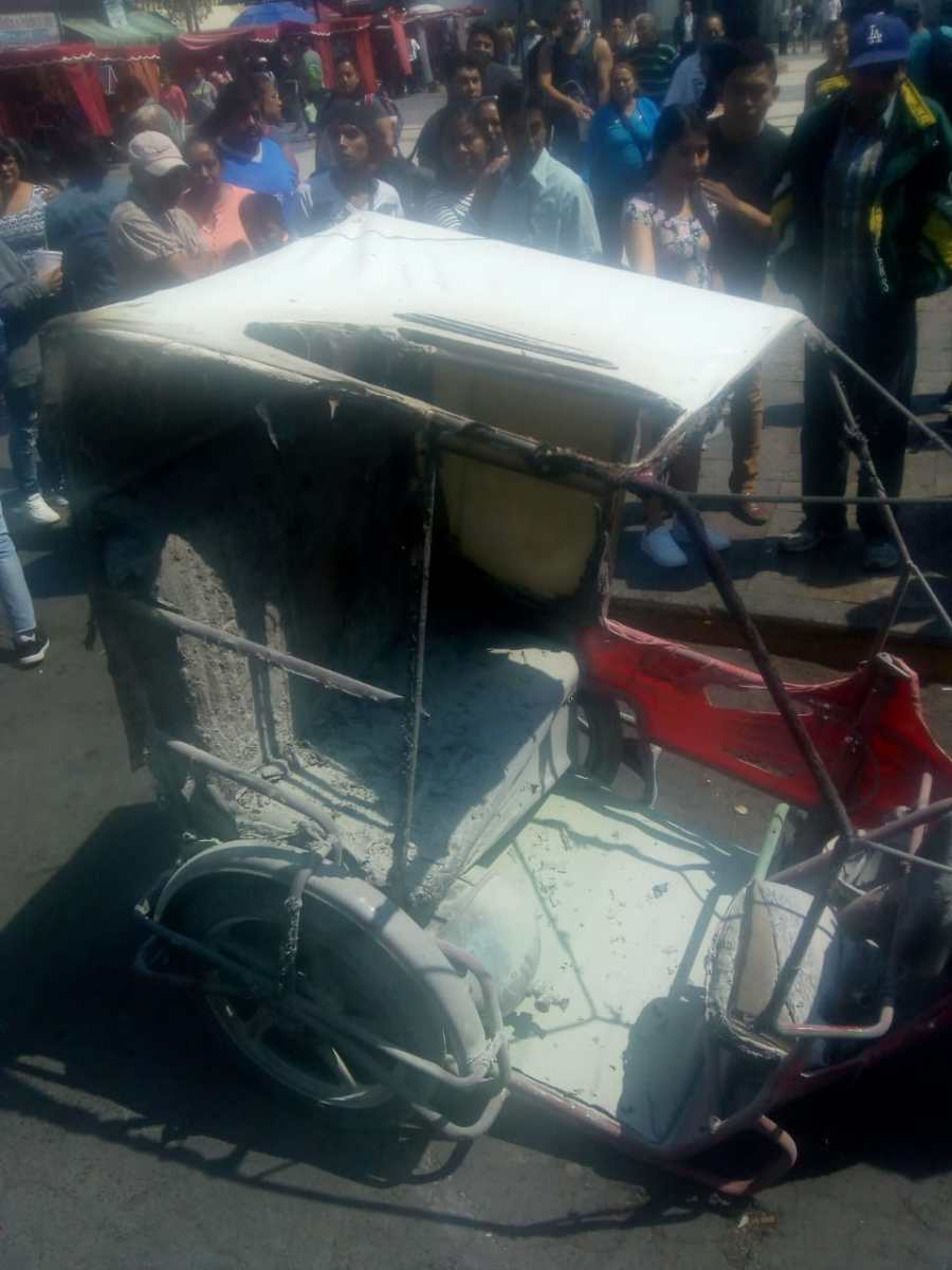 EXPLOTA TANQUE DE GAS EN MOTO-TAXI EN LOS REYES LA PAZ; 3 LESIONADOS Y PÁNICO FRENTE A LA ALCALDÍA