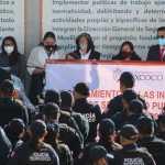 SE ENTREGAN UNIFORMES Y CHALECOS TÁCTICOS A POLICÍAS MUNICIPALES
