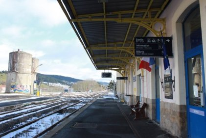 "Le Cévenol: la <span class=""caps"">SNCF</span> s'acharne contre un train vital"