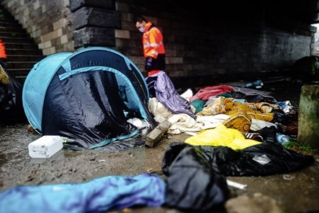 À Calais, l'absurde confiscation des tentes des migrants