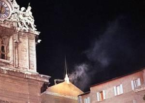 Nos próximos dias, a Cristandade terá os olhos postos nas chaminés do Vaticano, aguardando o fumo branco