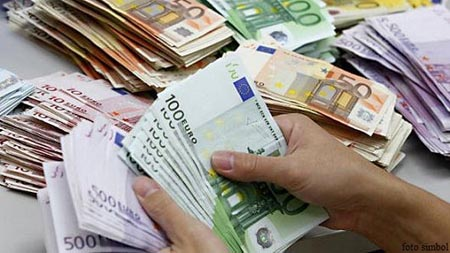 LEUL in confruntarea cu EURO, DOLAR, FRANC ELVETIAN si LIRA STERLINA