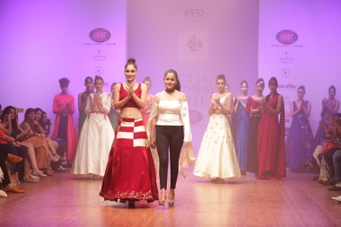 model-with-designer-isha-gupta-tayal