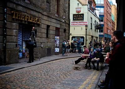 """Warten vor """"The Fleece"""" auf das Konzert von Boysetsfire und Funeral For A Friend in Bristol (Foto by AngryNorman)"""