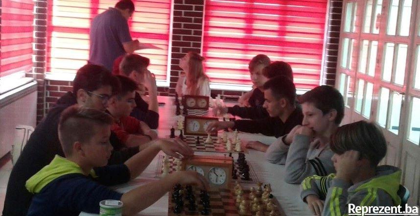 Šahovski klub za srednju školu