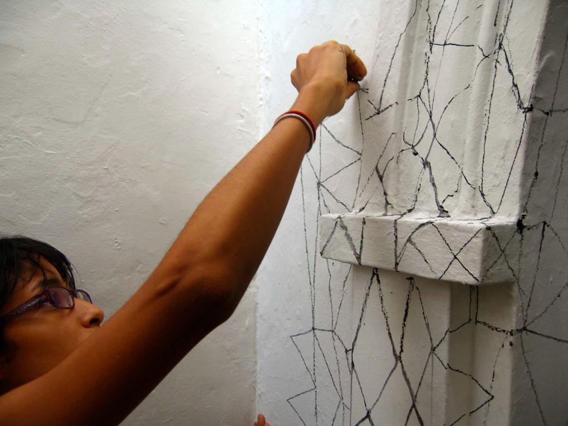 Pamela Velasquez dibujando Hasta aquí