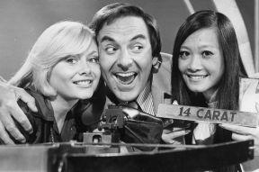 Bob Monkhouse and the Golden Shot girls
