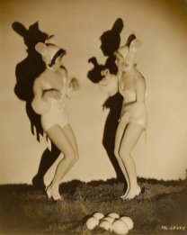 easter-bunny-pin-up