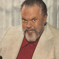 Orson Welles Struggling With Advertisements