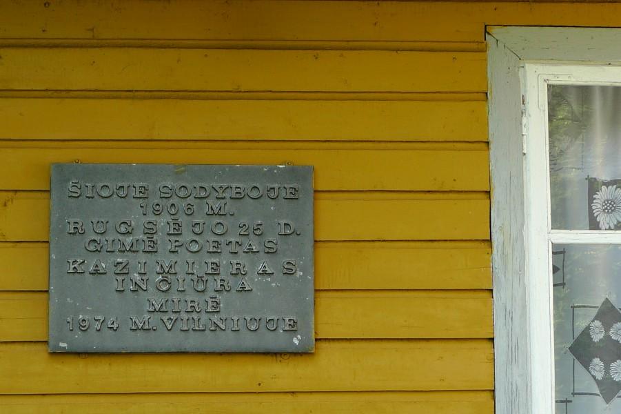 Kazio Inčiūros sodyba Vidugiriuose. Memorialinė lenta. 2014-08-05.