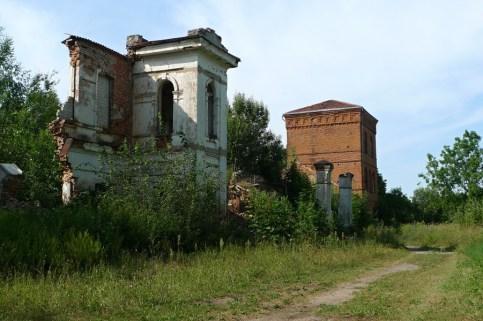 Vašuokėnų dvaro likučiai. Rezidencinio pastato fragmentas. 2014-08-05.