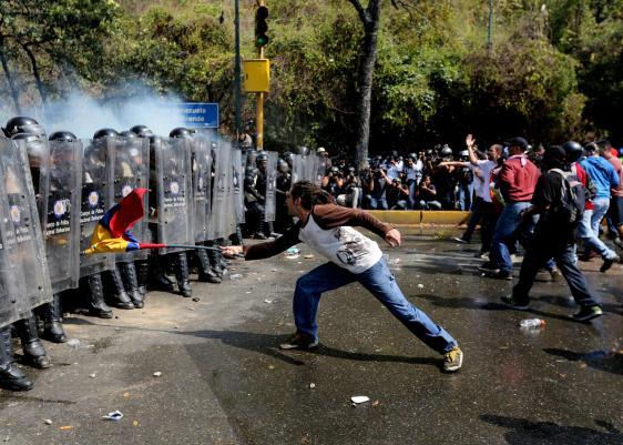 Venezuela, Nicolás Maduro, deuda pública, petróleo, producción, barriles, deuda interna, producción de autos, carros, inflación, 1992, 2016, 2015, 2017