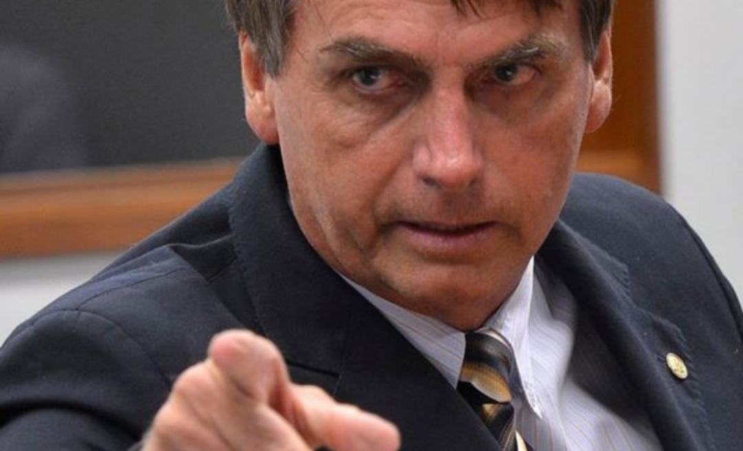 """Bolsonaro diz que Folha é a maior """"fake news"""" do país e que irá cortar toda verba publicitária do governo para o jornal"""