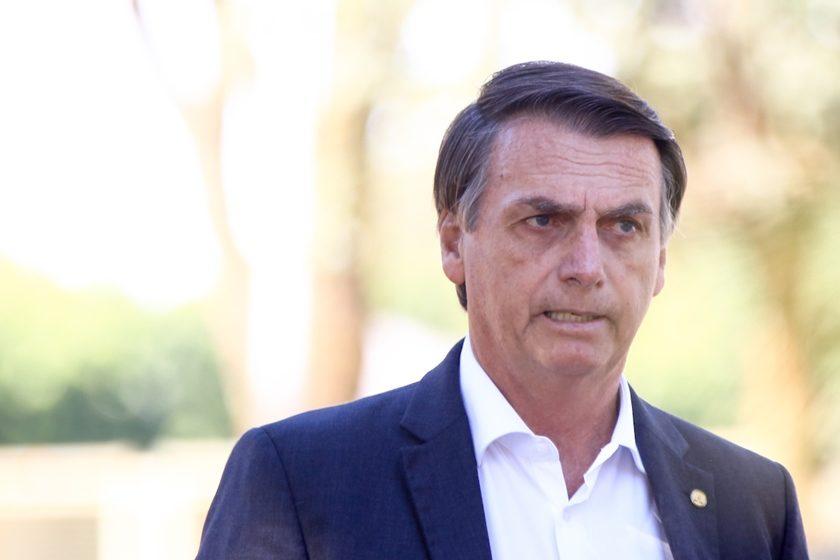 """Bolsonaro desmente 'fake news' da grande mídia """"Assunto encerrado antes que tornem isso um escarcéu"""""""