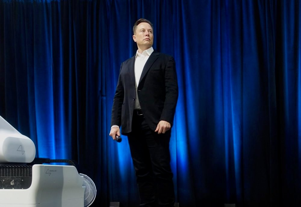 Alpha Male Elon Musk Reminds Politicians Just How To Talk To Reporters