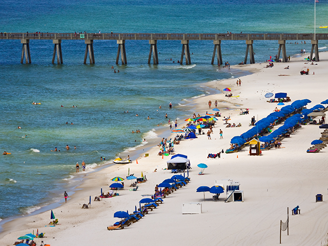 Florida Beachgoers Form Human Chain to Save Struggling Swimmer