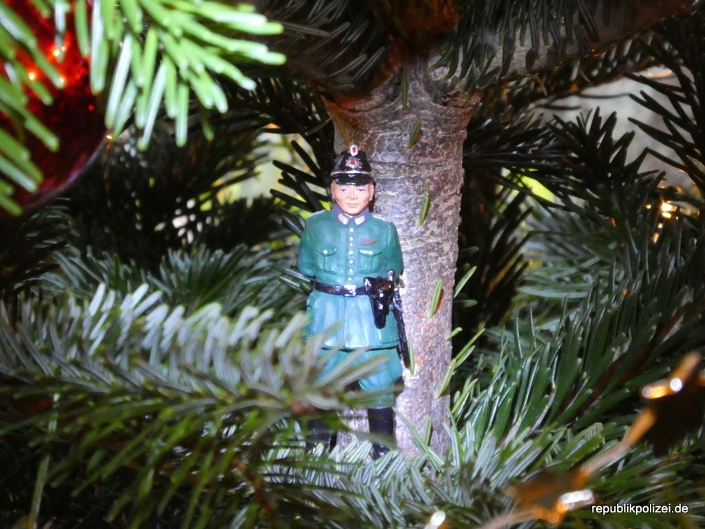 Ein fröhliches, behütetes und sicheres Weihnachtfest.