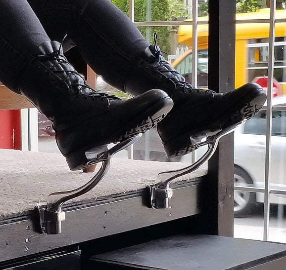 east side re-rides bootblack station with boots_161027