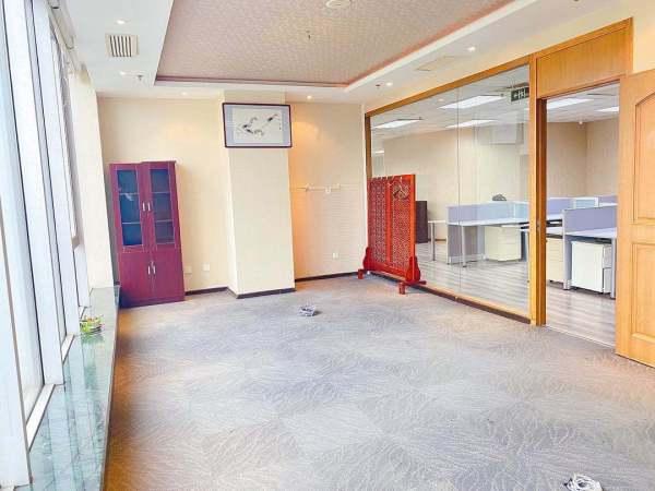 望京丨博雅国际中心丨精装修带家具丨正对电梯丨8个到顶隔断出租_办公楼租赁-北京我爱我家