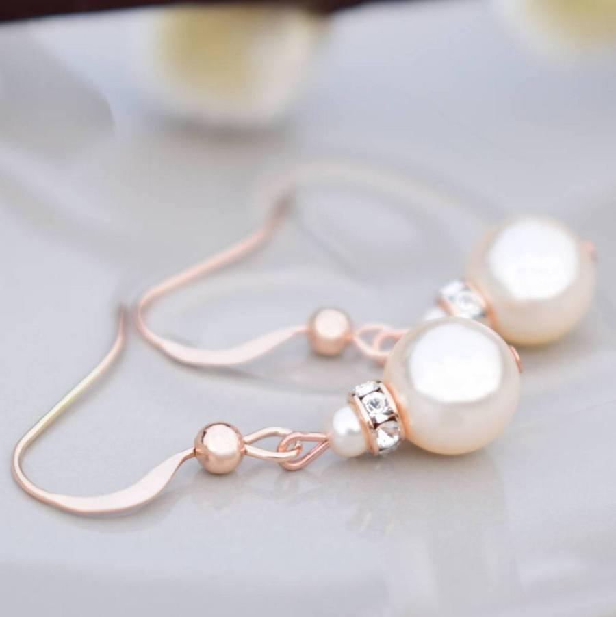 If you are a fashion-forward bride, the main accessory that should be present in your bridal look this and next year is statement earrings.