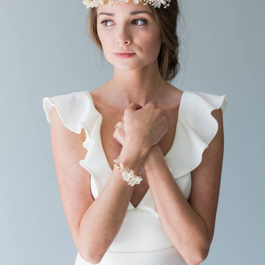 We can hardly imagine a prom without a corsage, but more and more often they are playing their part in wedding ceremonies as well! They are a beautiful gala accessory that represents elegance and connection.