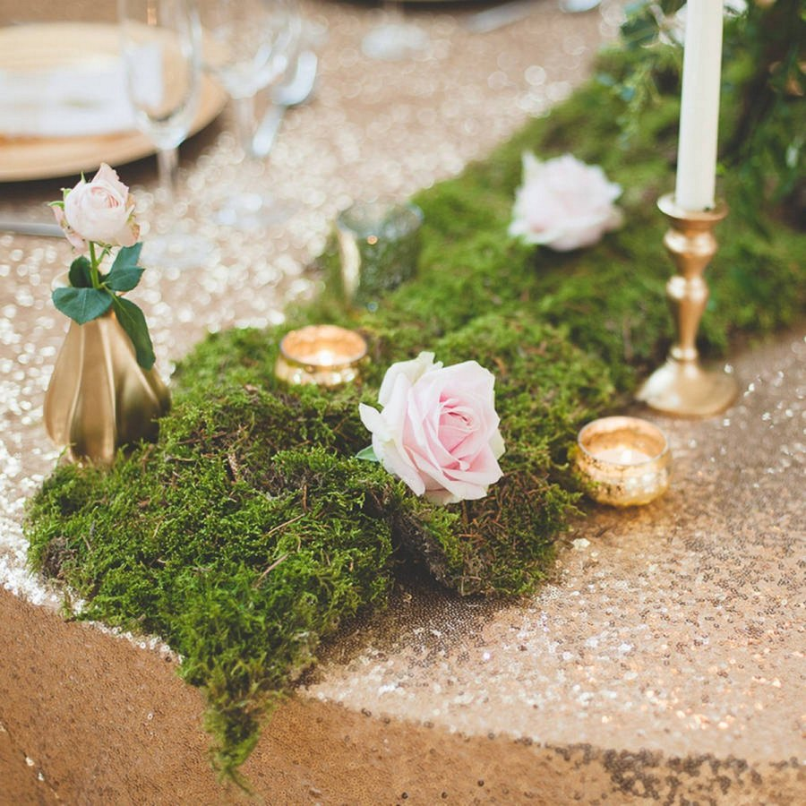 More and more couples go for woodland venues and ceremonies for their fall weddings because they love nature, they like moody shades and because forests in the fall are amazing!