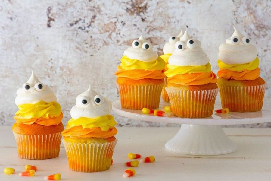 Halloween is all about the sugar. Sure, there are plenty of sweet and savory Halloween treats to balance things out, but when it gets down to the nitty-gritty, we're focusing on the desserts.