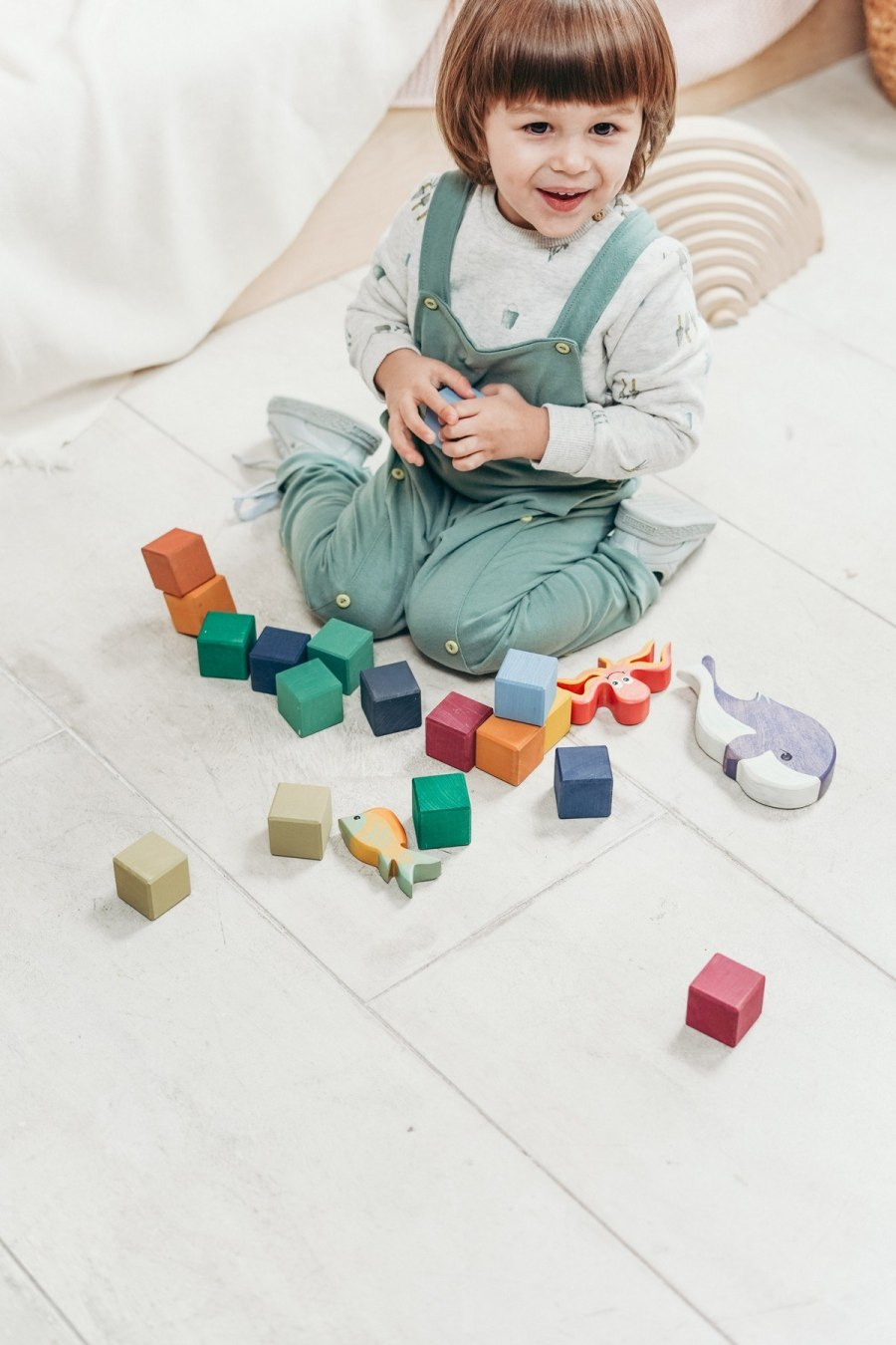 Toy building blocks are actually the building blocks of a child's all-round development. They not only help develop gross and fine motor skills, but also improve cognition. We help you understand the immense contribution building blocks make in child development.