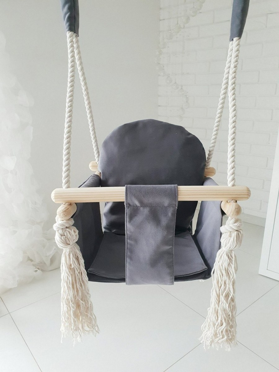 Children enjoy games that excite them and make them feel that there is an adventure afoot. Children's swings stimulate their imagination and give them the opportunity to play outdoors, feel the tickle of vertigo as they climb, swing or jump.