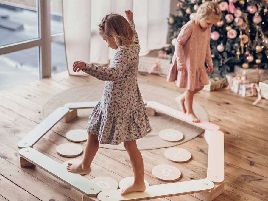 It's a popular toy for kids (and adults) and one of the best balance boards around. Simple, sleek, and aesthetically pleasing, this eco-friendly and aesthetically pleasing product encourages active and imaginative play, while also offering infinite possibilities.