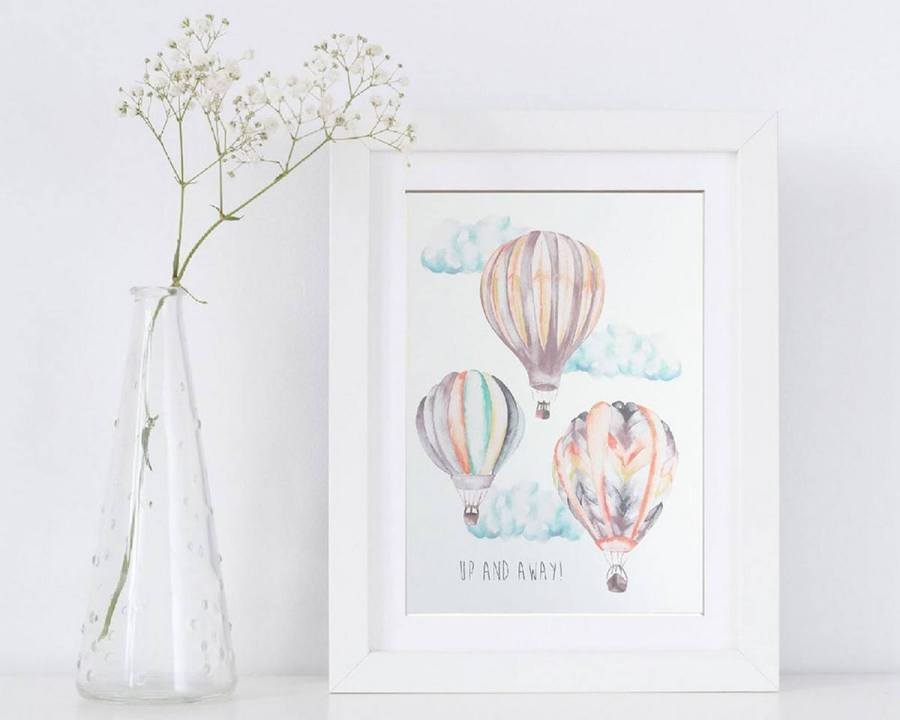 The hot air balloon theme is unisex and perfect for both boys and girls. The soft pastel colors and the balloons symbolize trips in the clouds... this would be the perfect dreamy world for your baby. Be inspired by these baby room decor ideas that will complete the hot air balloon nursery in an easy and creative way.