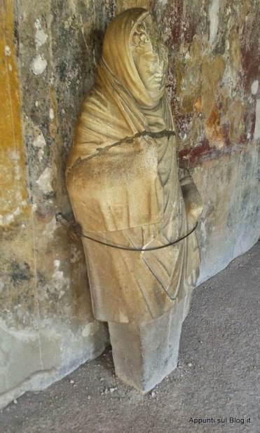 Scavi di Pompei: terme e bellezza- Matrona romana