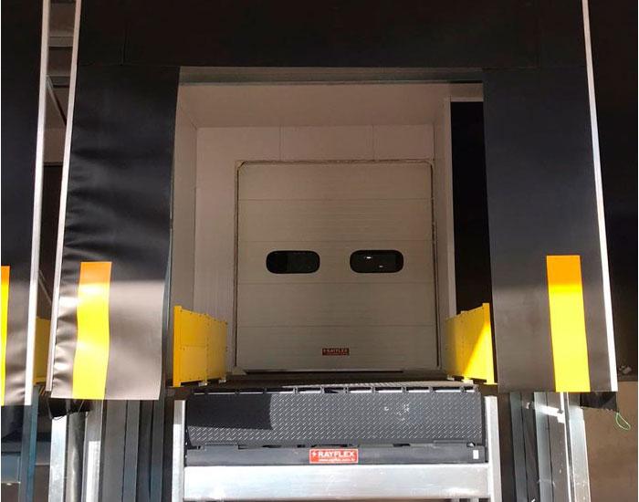 Túnel de docas Rayflex é segurança na carga e descarga
