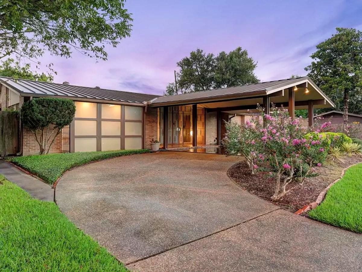 Best Kitchen Gallery: Mid Century Modern House Brings Award Winning Style To The Market of Mid Century Modern Homes Houston  on rachelxblog.com