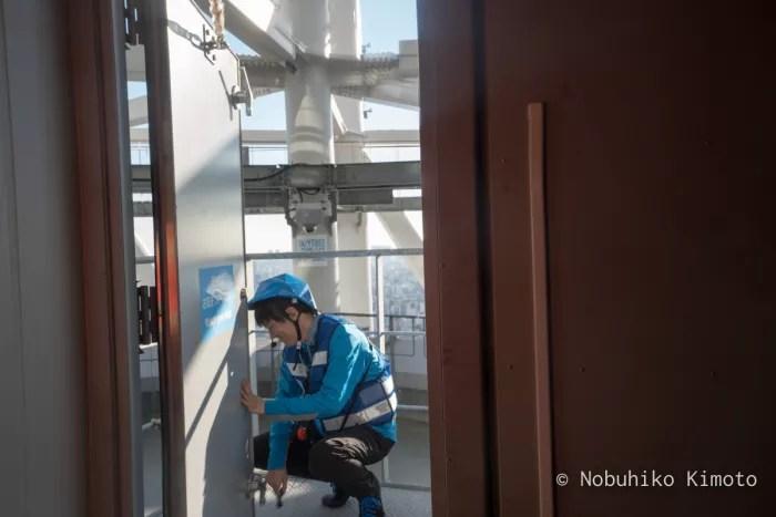 エレベーターのドア