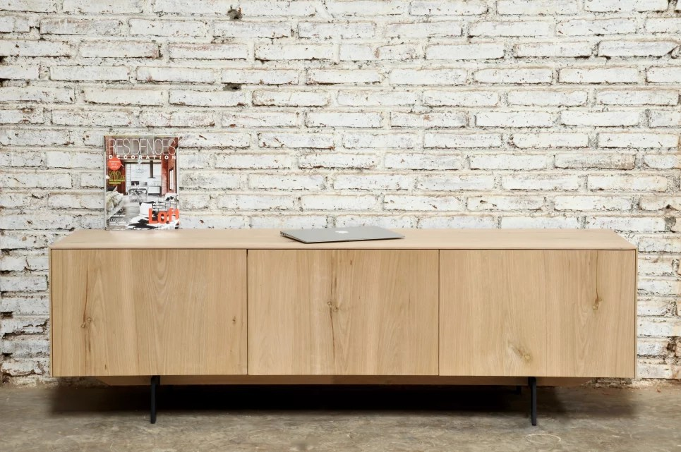 meuble tv en chene massif 1 tiroir 1 porte rabattable xenos delorm design