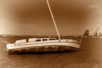 abandoned-boat_delta_sm