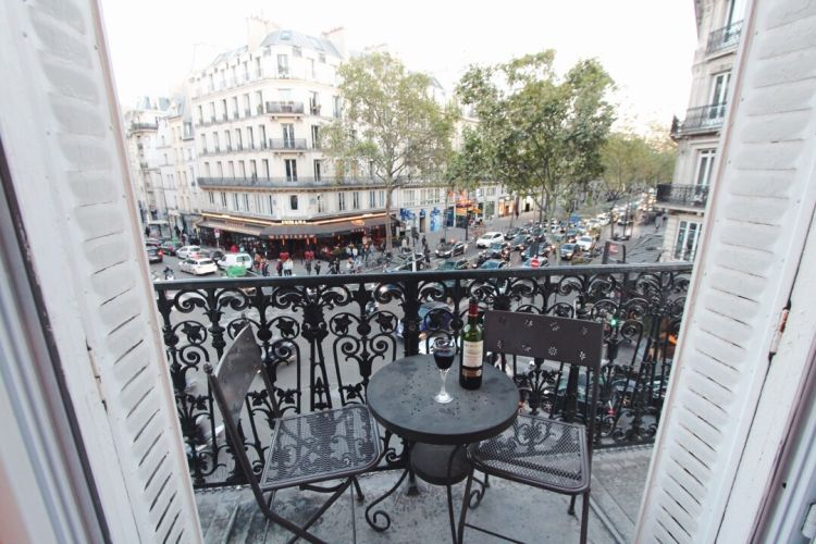 renting an apartment in paris with balcony