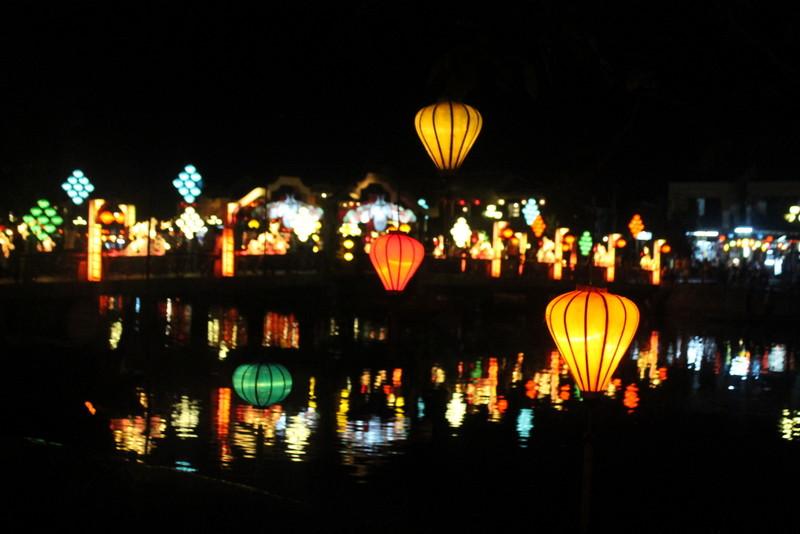 hoi an lanterns night