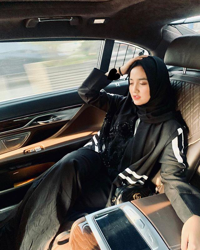 Wirda Mansur juga memiliki mobil mewah 6 Fakta Wirda Mansur, di Usia 18 Tahun Udah Jadi Direktur Perusahaan