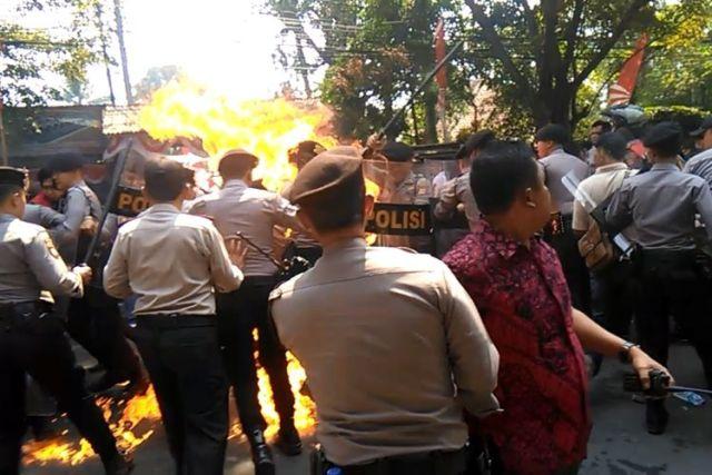 5d5770cb6e807 Ridwan Suryana, 'Pahlawan' Pada Demonstrasi Mahasiswa Cianjur, Sungguh Mulya Hatimu!