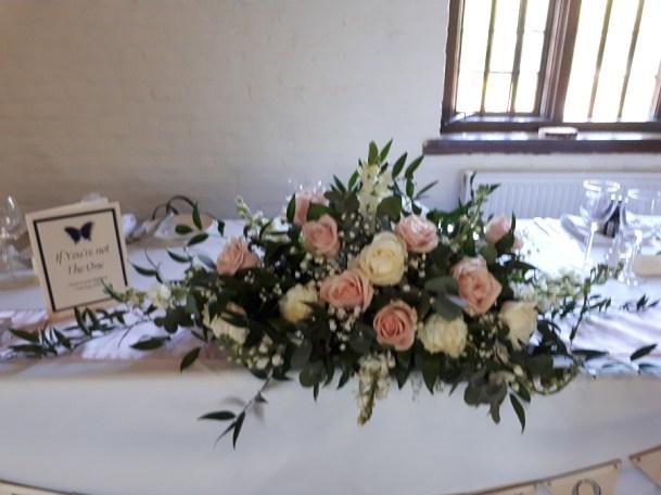 wedding-magic-Tudor-Barn-Eltham-4_fdl1b9