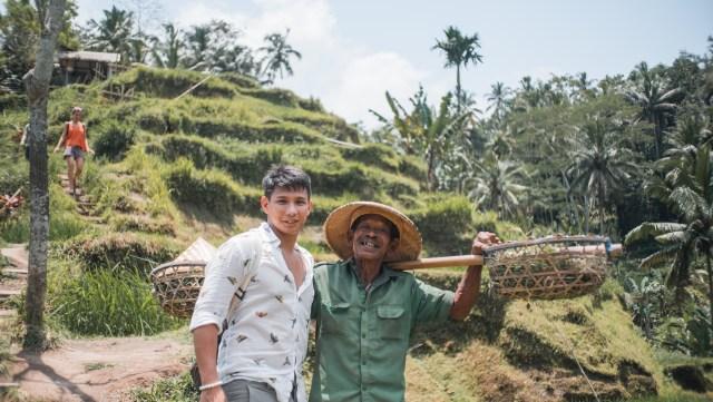 tegallalang rice terraces with farmer