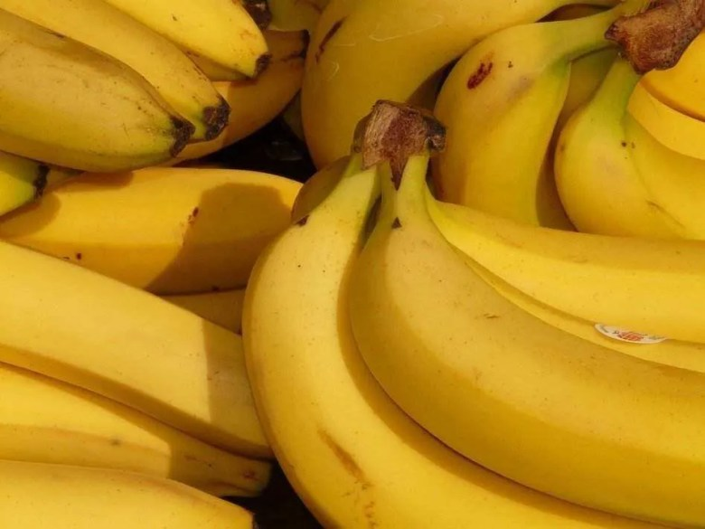 banana hair Homemade Mask for smooth and silky hair