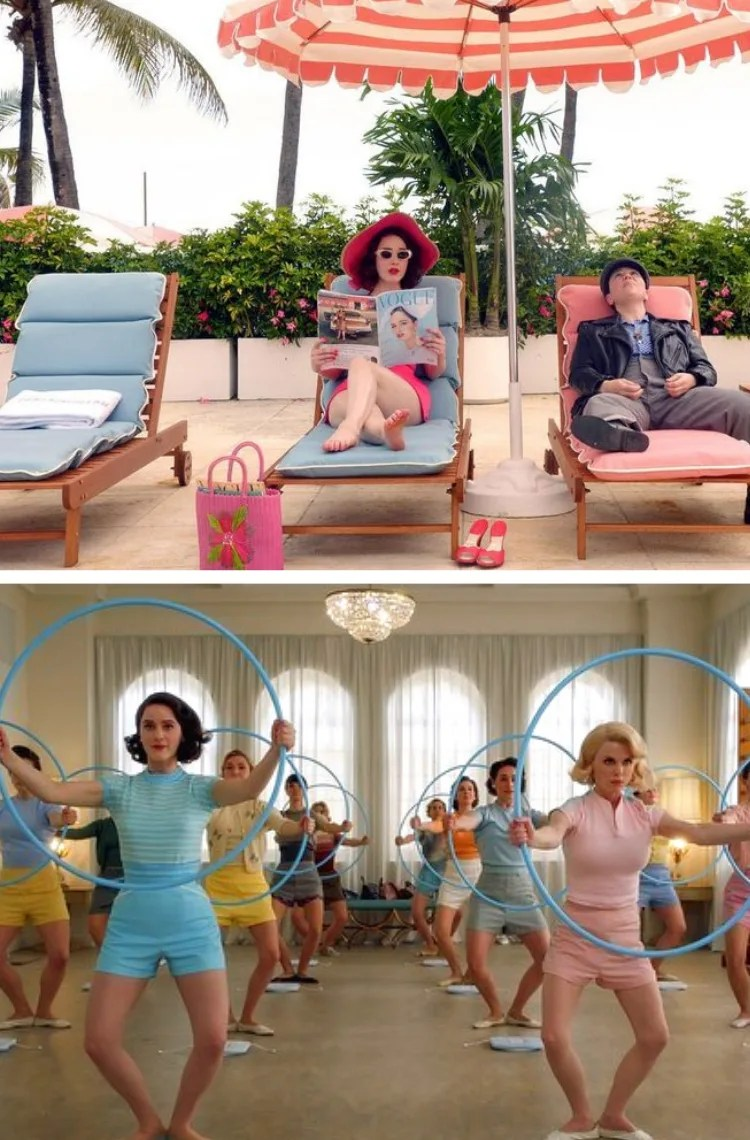 Montagem com duas fotos, uma em cima, outra embaixo. Foto 1 (em cima): Mrs. Maisel está sentada em uma cadeira de praia com uma revista Vogue na mão. O look é composto por maiô rosa, bolsa de palha rosa e chapéu rosa. Foto 2 (embaixo): um grupo de mulheres está fazendo aula de ginástica com bambolê. Todas elas estão vestindo shorts, camisetas polo e sapatilhas em tons pastel.
