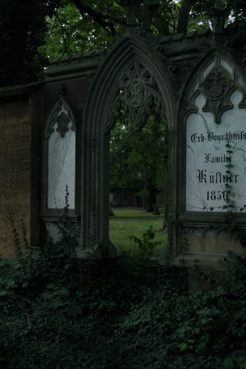 Alter Johannisfriedhof Schwibbogen