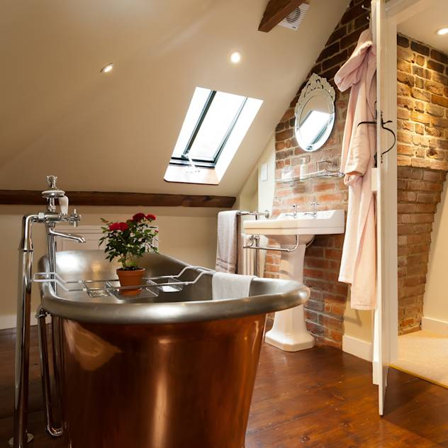 Copper Bath : Rustic style bathroom by A1 Lofts and Extensions