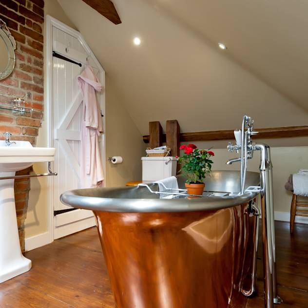 Bathtubs & showers by A1 Lofts and Extensions