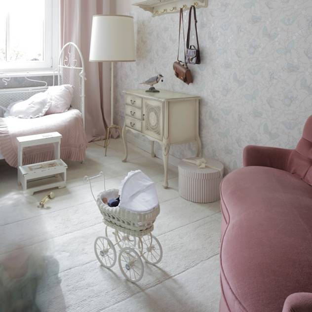 Kinderzimmer 2 : Classic style nursery/kids room by Carlo Berlin Architektur & Interior Design